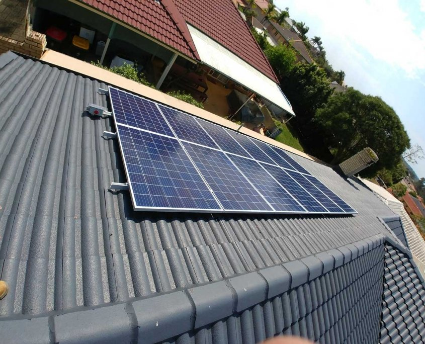 Brisbane Riverhills 270w QCells Panels & 5kw Fronius Primo Inverter installation